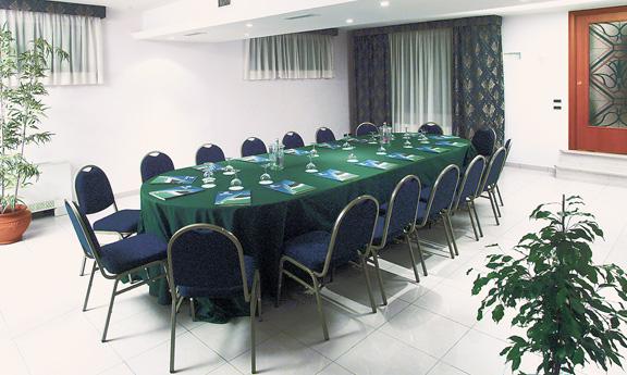 sala meeting con tavolo ovale