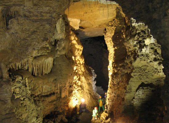 grotta del cavallone - stalagmiti