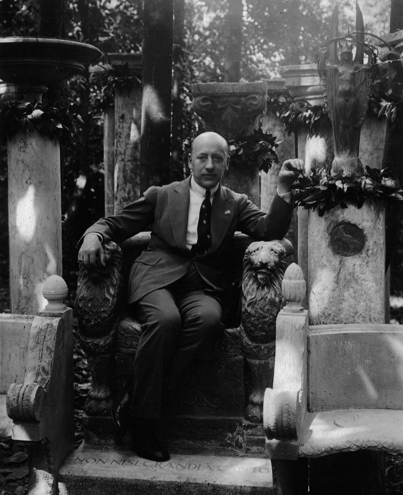gabriele d'annunzio seduto, foto d'epoca